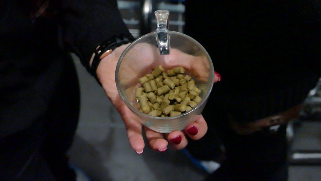 A sör keserű ízéért felelős komló