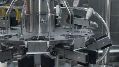 Töltő-palackozó gép