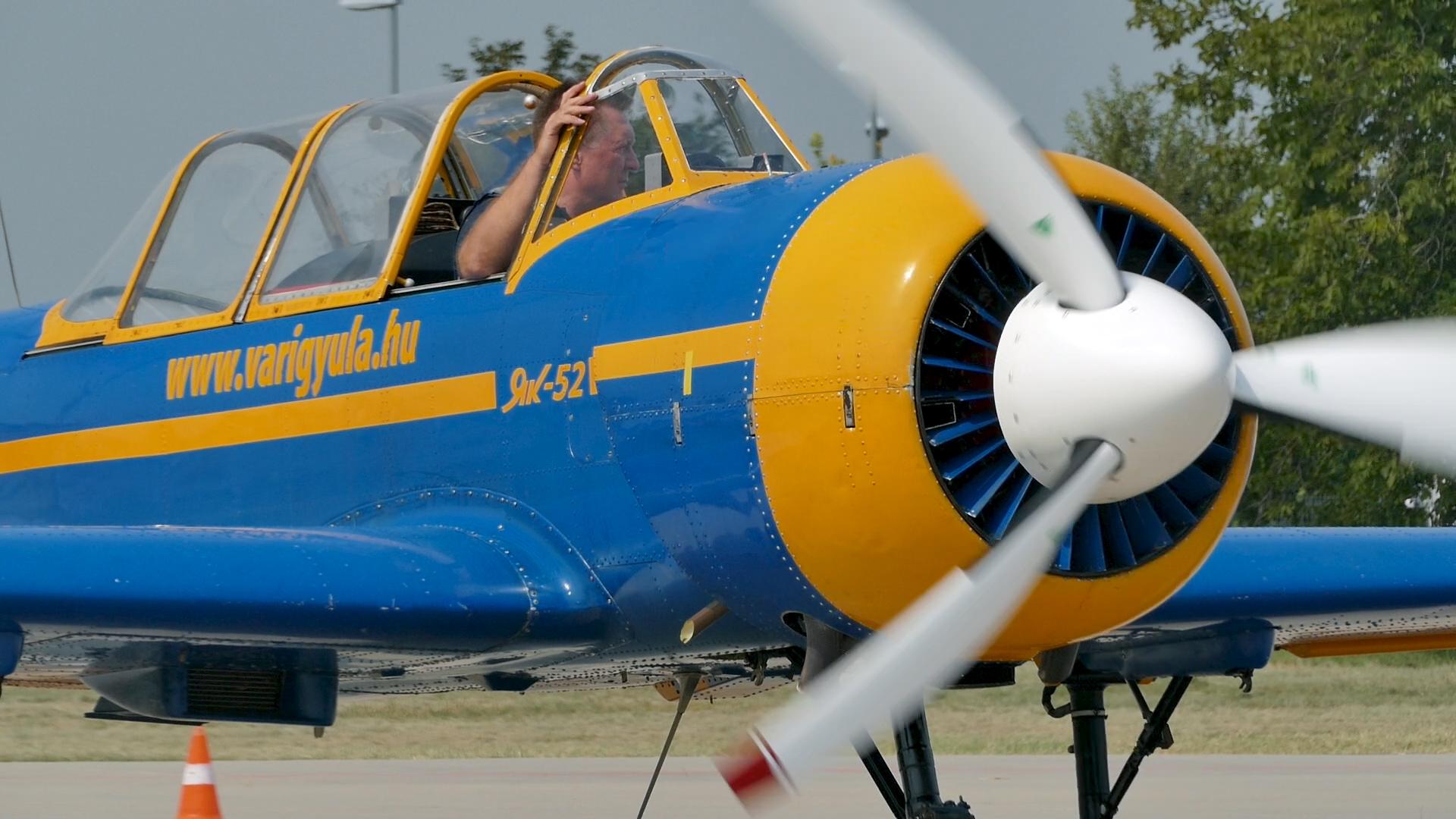 Repülőgép ellenőrzés és indítás Vári Gyulával